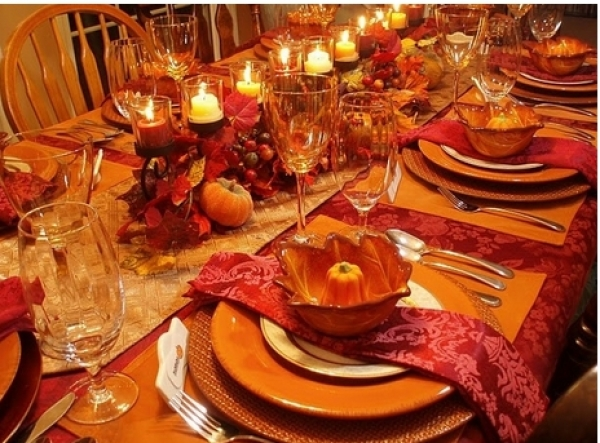 10 items you need for the perfect thanksgiving table How to set a thanksgiving dinner table